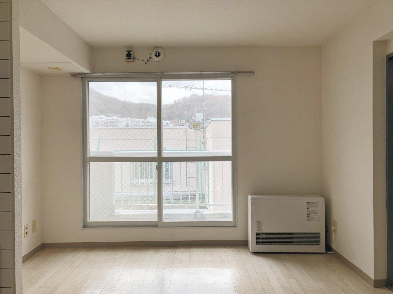 最後はこちら。南西向き、日当たり良好な2DKのお部屋です。
