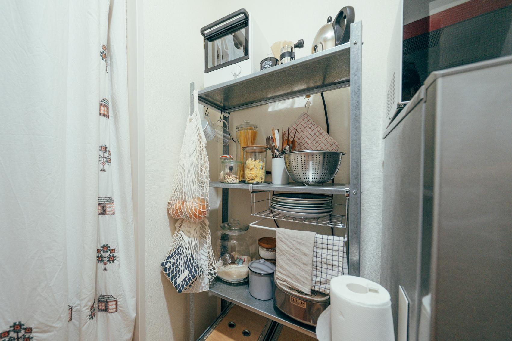 キッチンの食器棚はIKEAで購入したものです。ものを増やすより、使いやすい量で、キッチン用品もあまり字面が多いものは好きでなくて、機能として最低限しっかり使えるものを選んでいます。