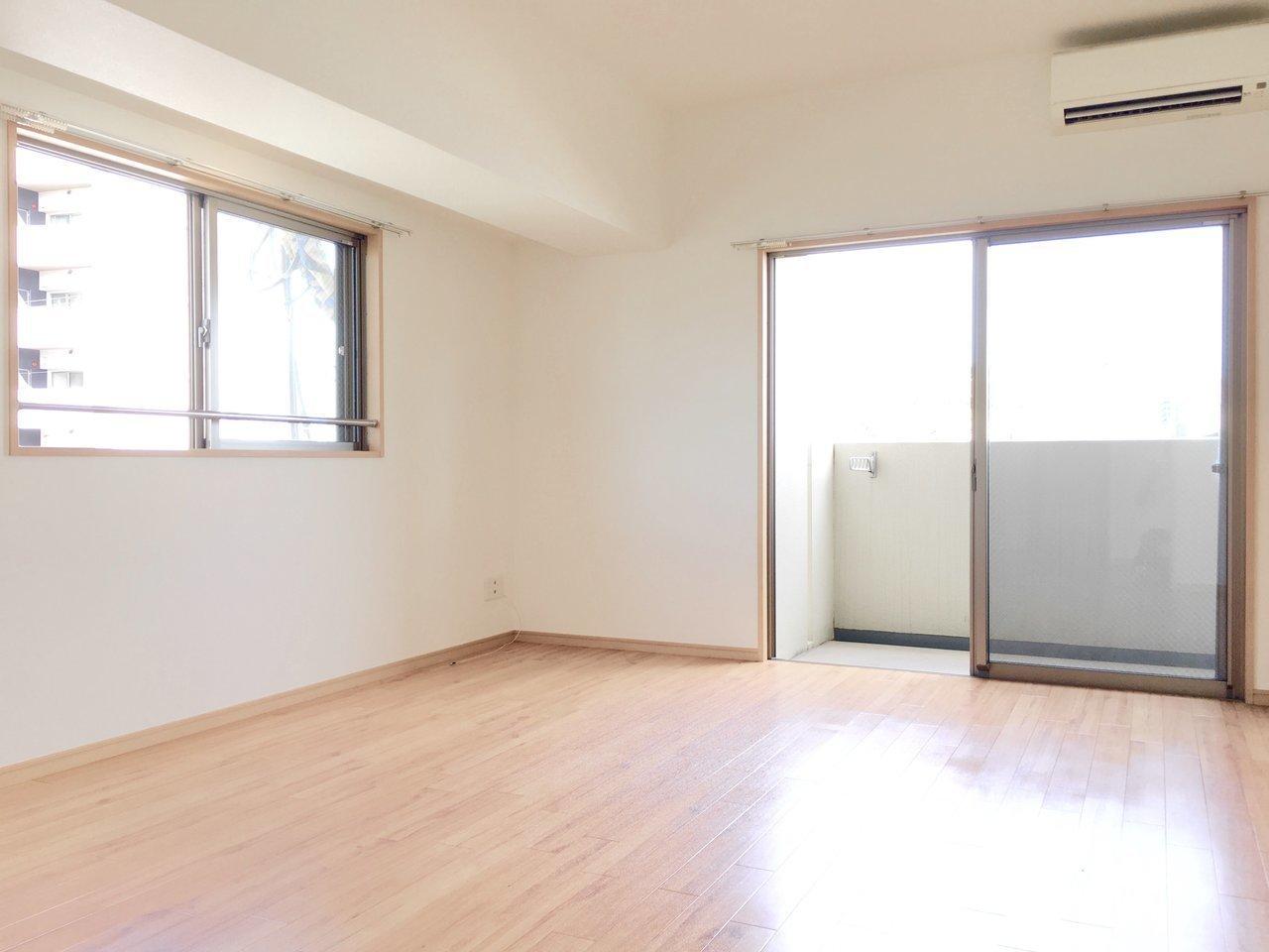 角部屋のポイント。2面採光で日当たりの良さが魅力の、1DKタイプのお部屋です。駅から徒歩3分という立地もいいですね。