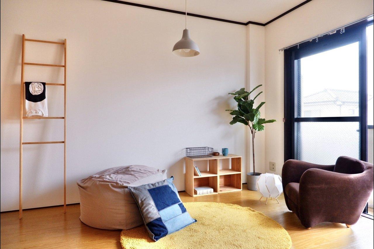 リビングに隣接した洋室は、開け放してそのままリビングとして活用してもよし、ワークスペースを作ってもいいですね。