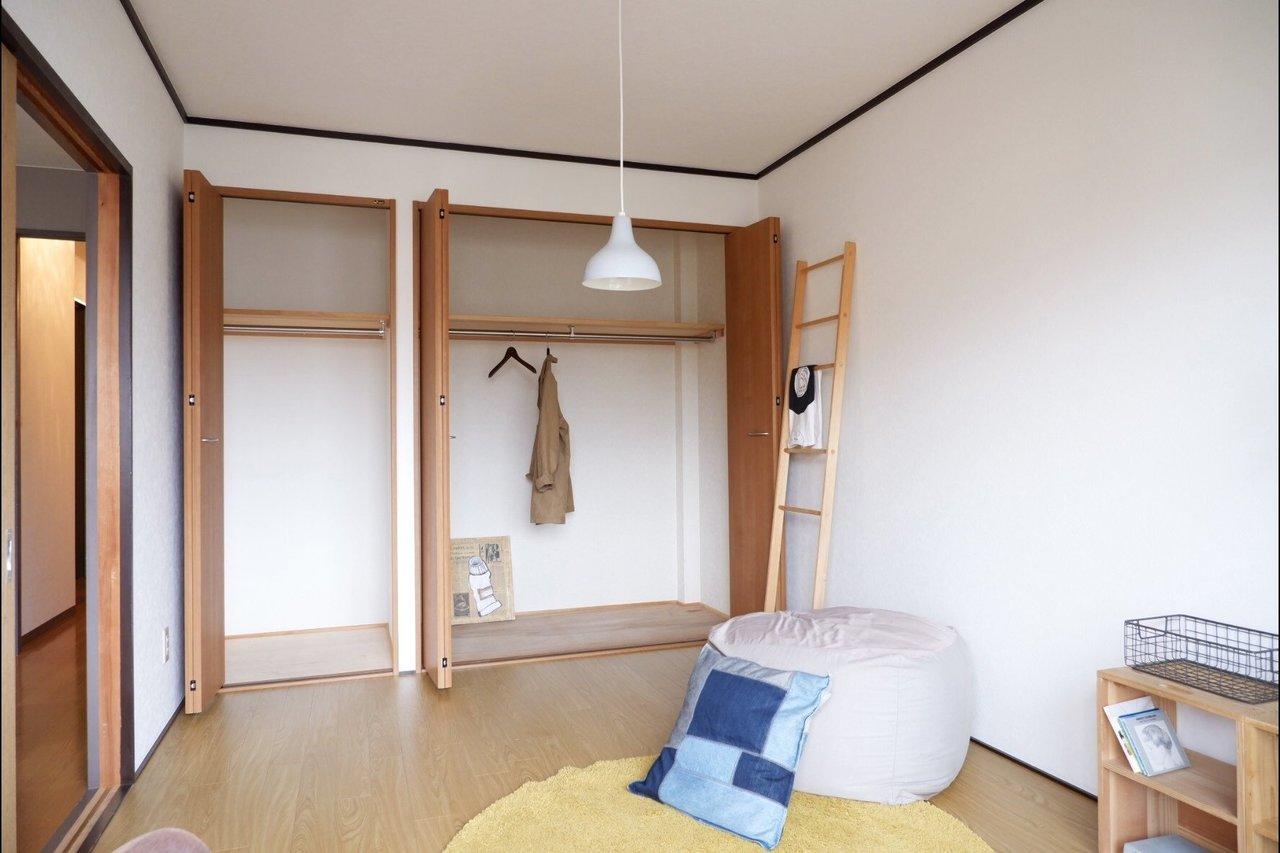 洋室それぞれに、大き目のクローゼットがあるのもうれしいポイント。荷物が多めな方でも安心です。