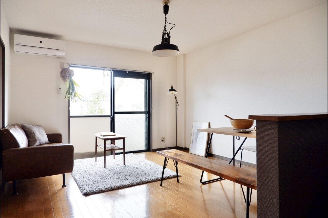 東武東上線「新河岸駅」が最寄りの2LDKのお部屋。池袋駅までは約50分です。広々としたリビングは11.5畳あり、ダイニングテーブル・ソファがそれぞれ置けます。