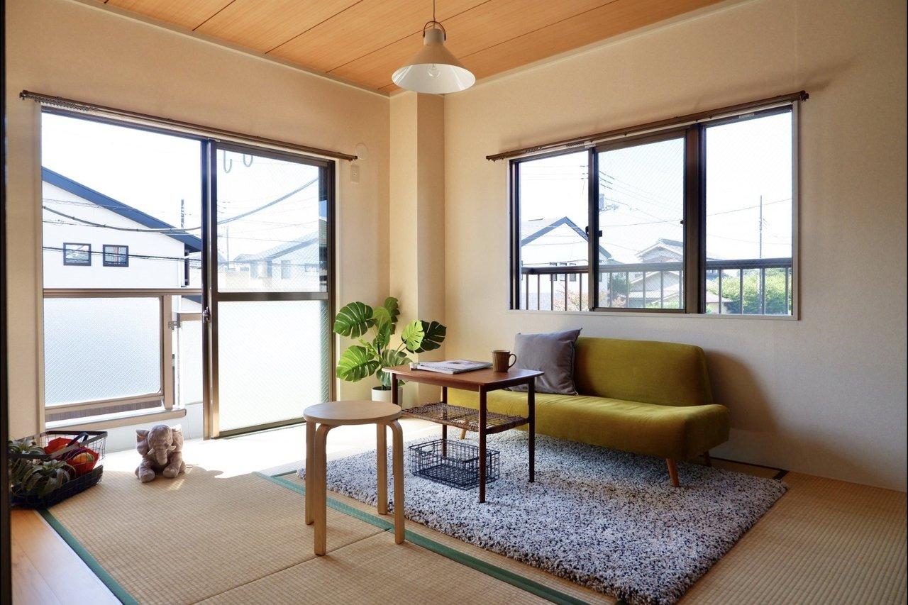 間取りは3DK。リビング横は6畳の和室があります。ソファを置いてのんびりリラックスできる空間や、本をたっぷり置いた書斎にもおすすめ。部屋数が多い分、それぞれの部屋の用途を好きなように考えられるのも、いいですね。