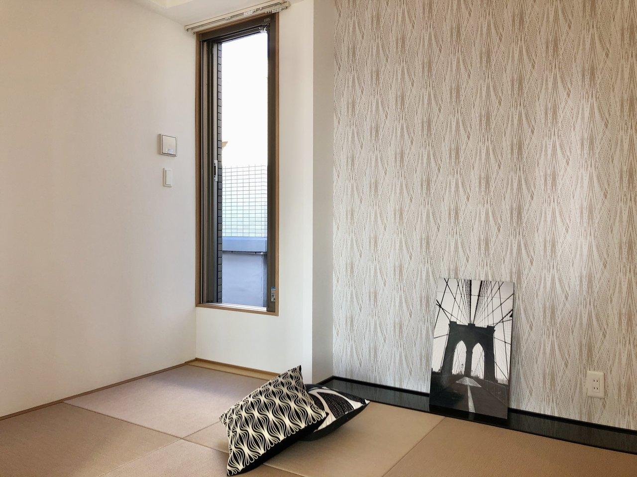 LDKの横にはモダンな琉球畳の和室もありますよ。客間として使うのに便利そう。
