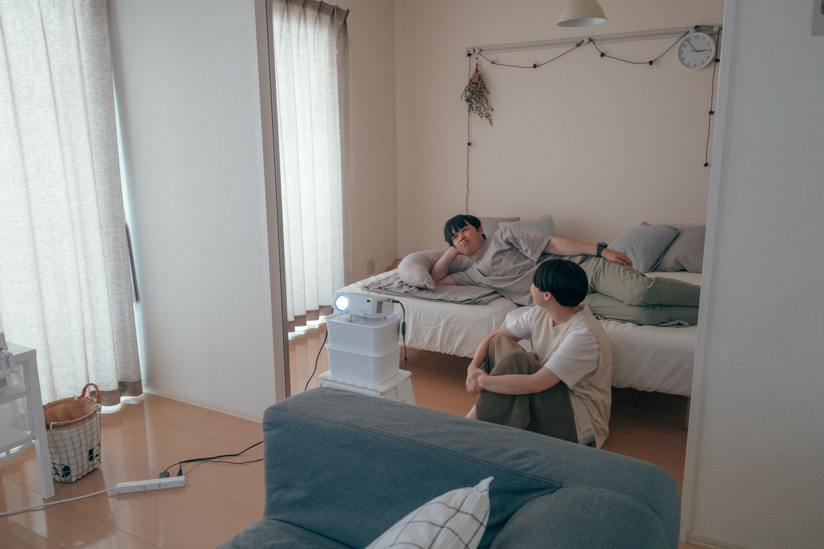 suzukiakaneさんは音楽を楽しみながら、ご主人はYoutubeで動画をそれぞれの好きな時間を尊重出来ているのが心地よい空間の秘訣なのかもしれません。