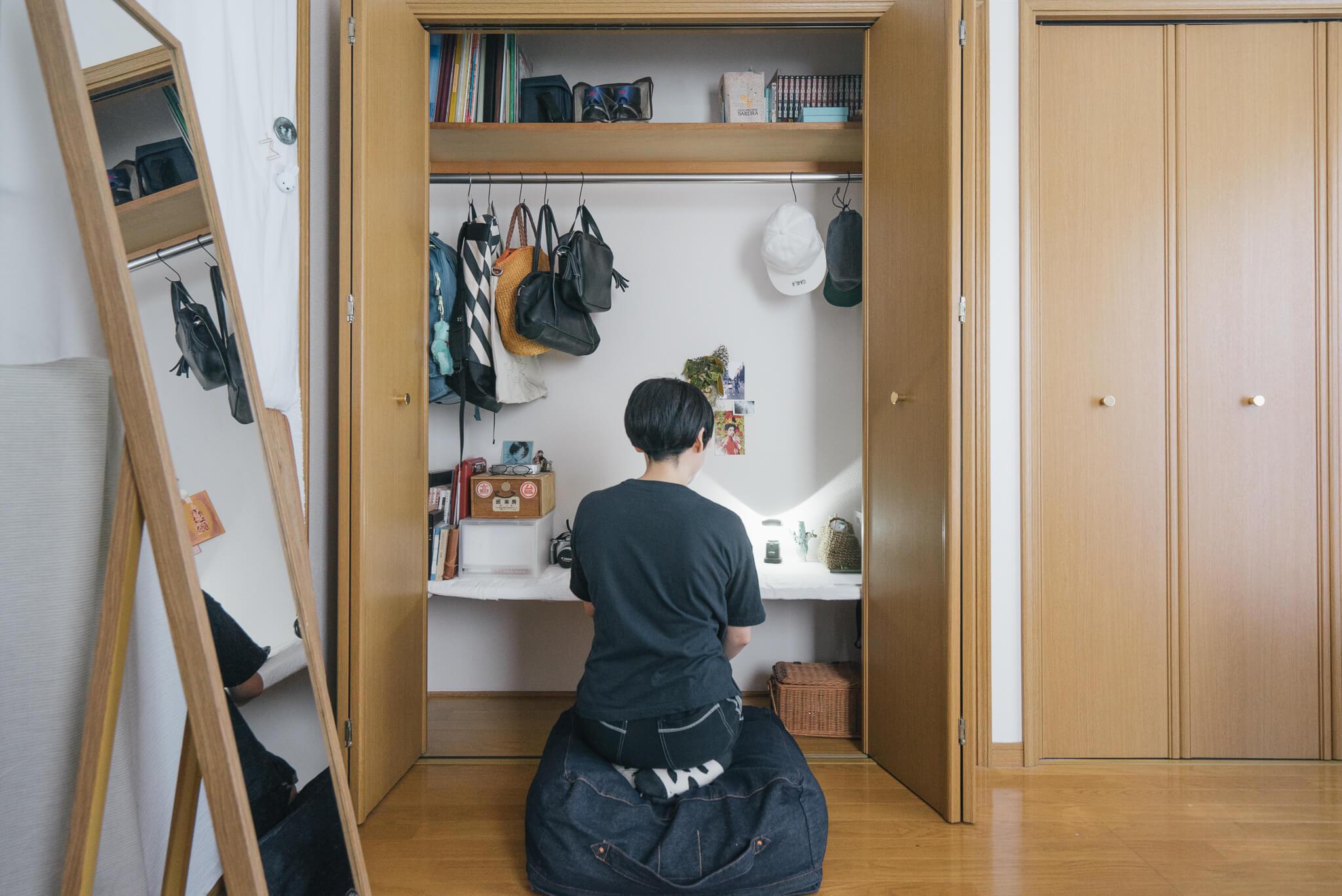 最後に、物をできるだけ少なく自然体で暮らす方のお部屋でも。
