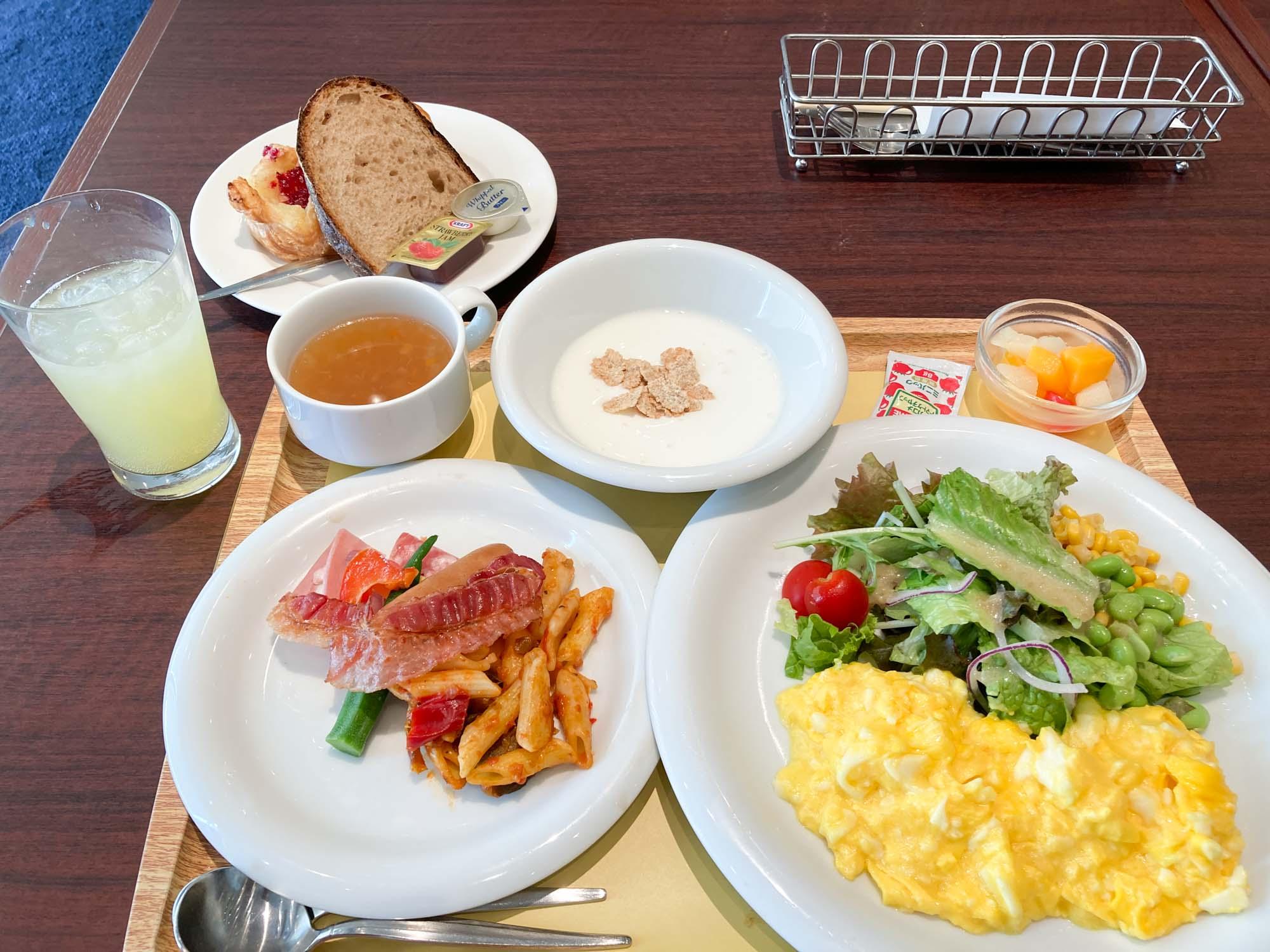こちらのロイヤルホストでは、宿泊者限定で、朝食をいただくこともできるんです。