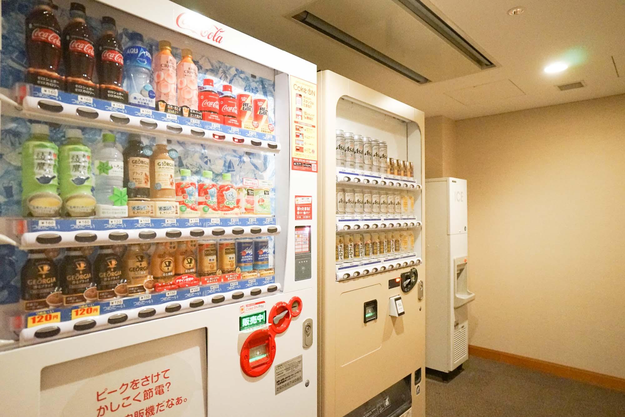 共用部の設備、まず14〜19階にはアルコール類まである自動販売機が設置されています