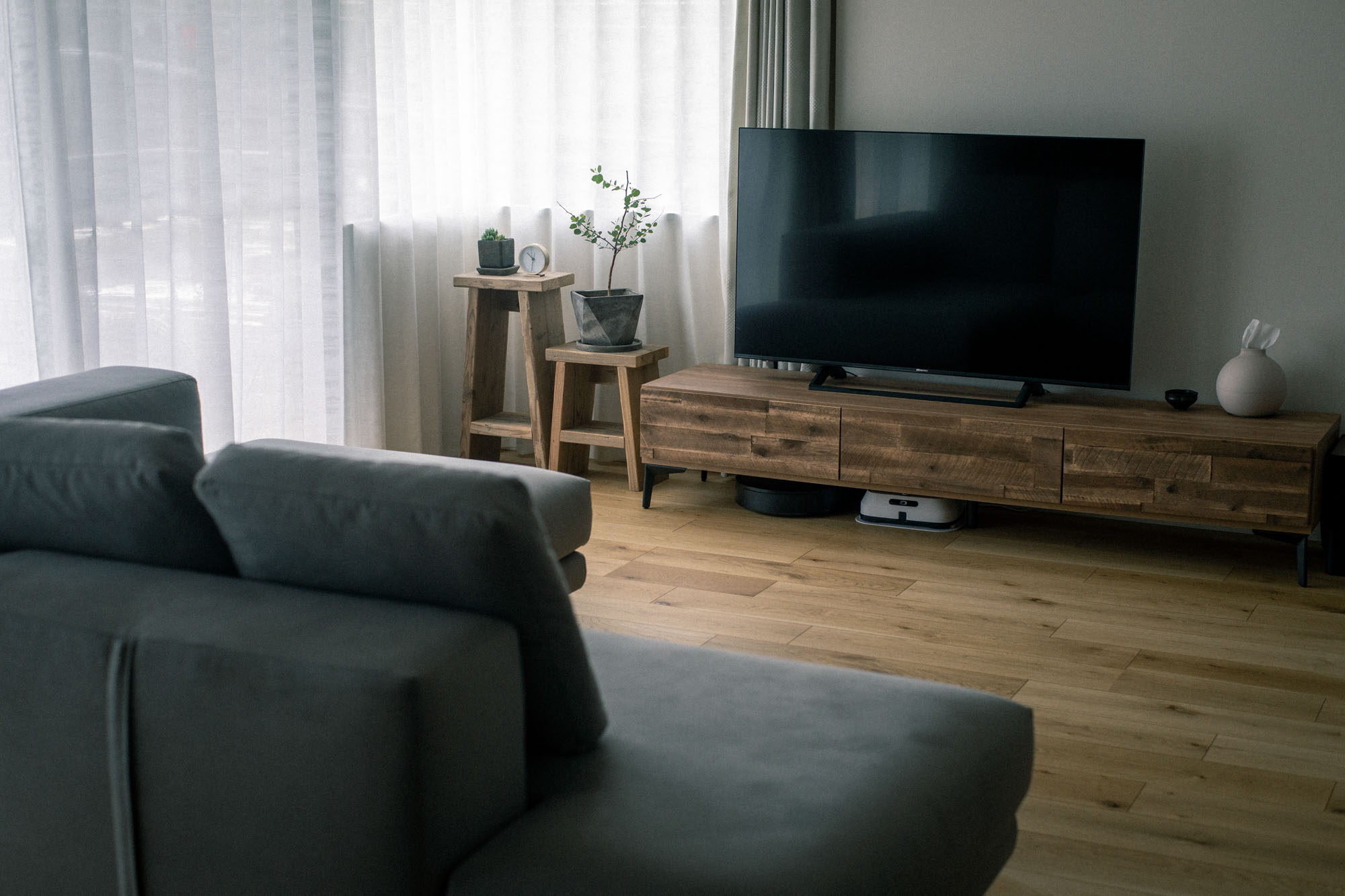 このひと手間で格段に統一感が出て、無垢の床とも馴染む素敵な空間に。