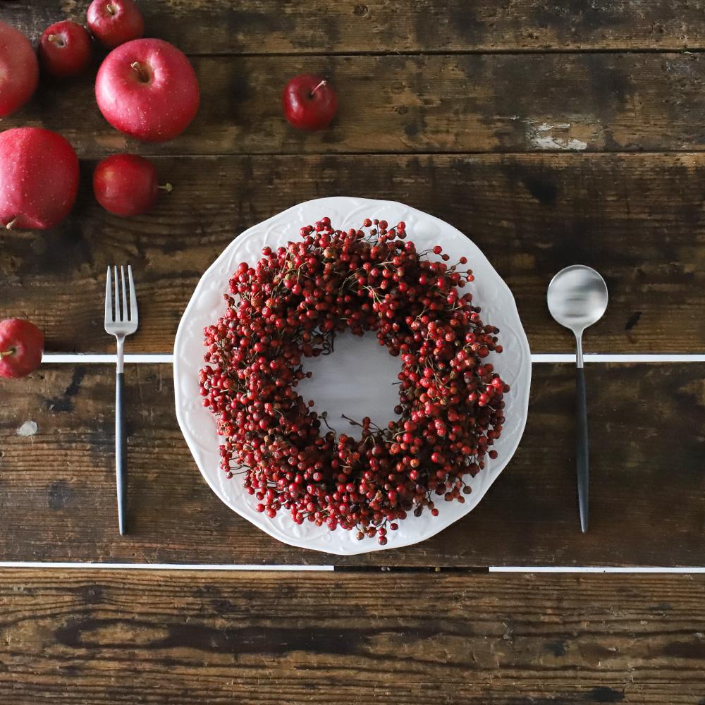 クリスマスカラーの赤とも相性がいいので、これからの季節、リースにしても素敵ですね。