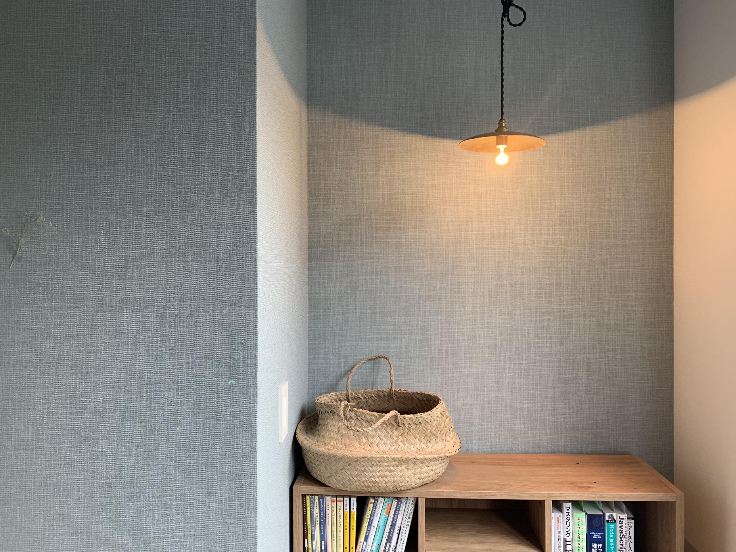 経年変化も楽しめる、真鍮のシェードランプでお部屋の雰囲気が変わりました