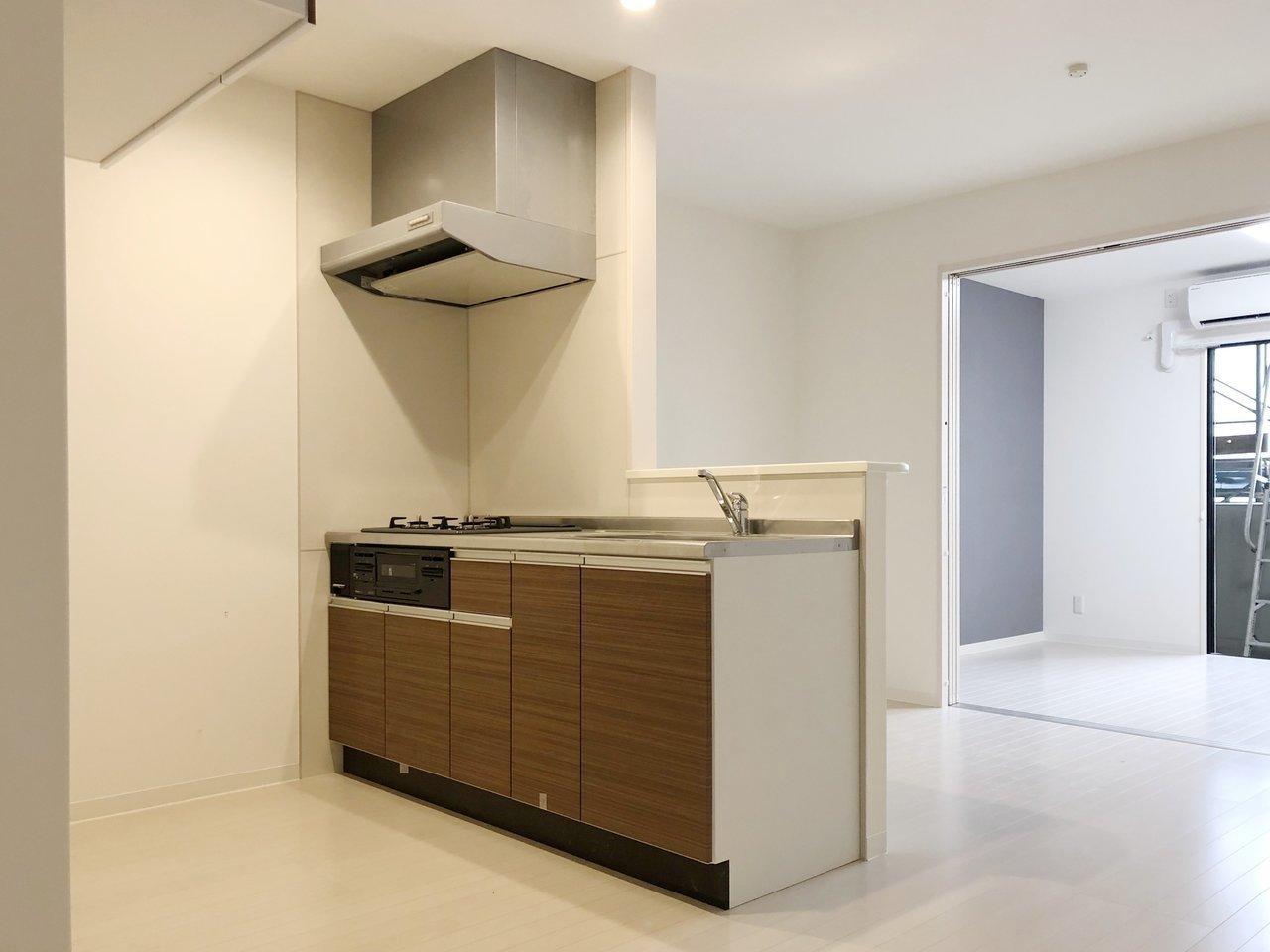 スペースがゆったりと取られ、好きな食器棚なども置けそうなカウンターキッチン。