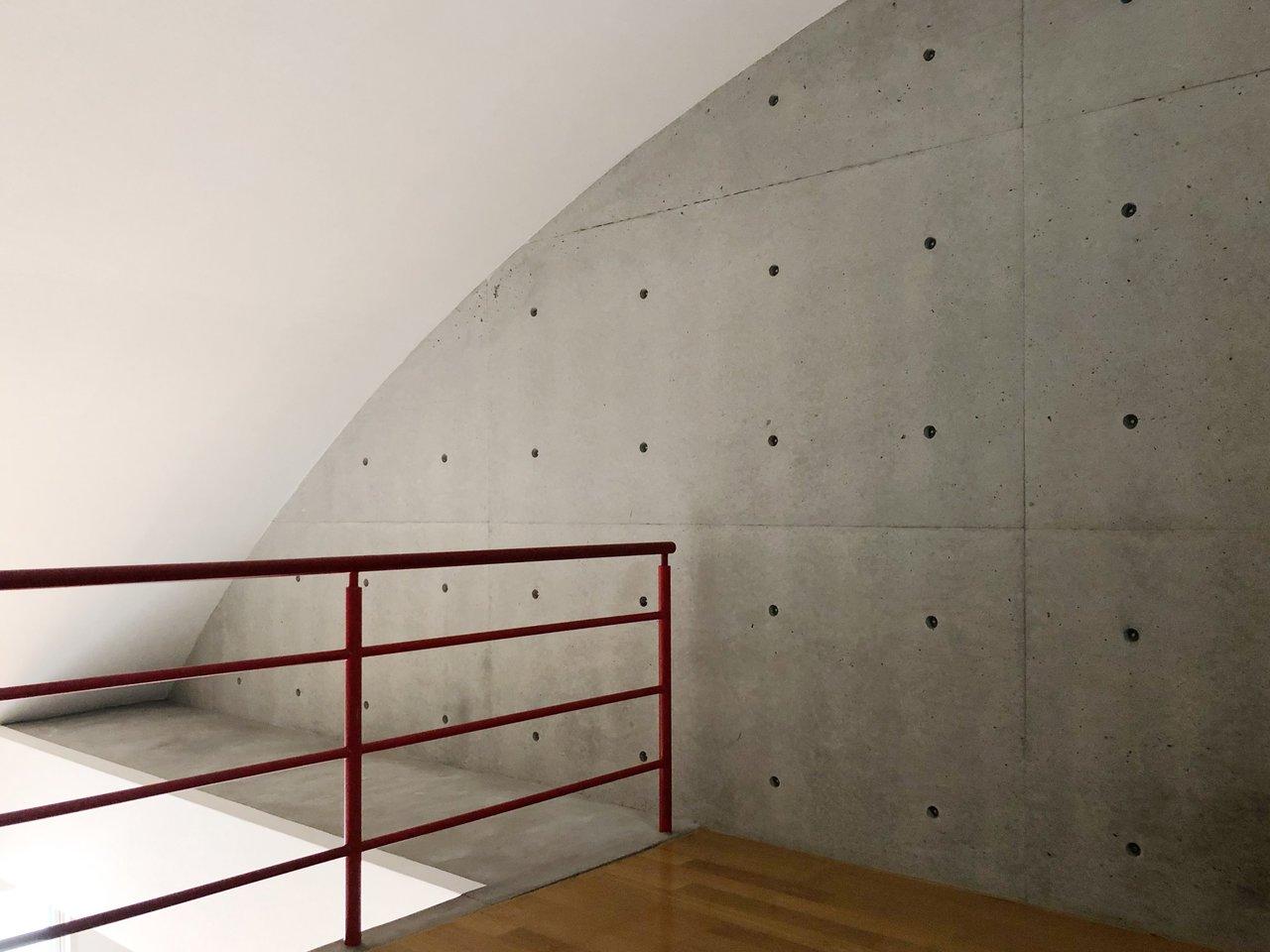 カーブを描く屋根が可愛い。窓や照明もついているので秘密基地っぽく使うのがおすすめです。