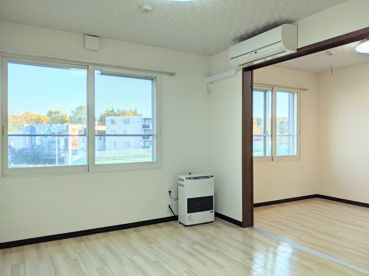 駅から徒歩3分の場所にある好立地の1LDKタイプのお部屋。リビングと洋室が引き戸で繋がっているので、広めリビングとして生活するのもおすすめです!