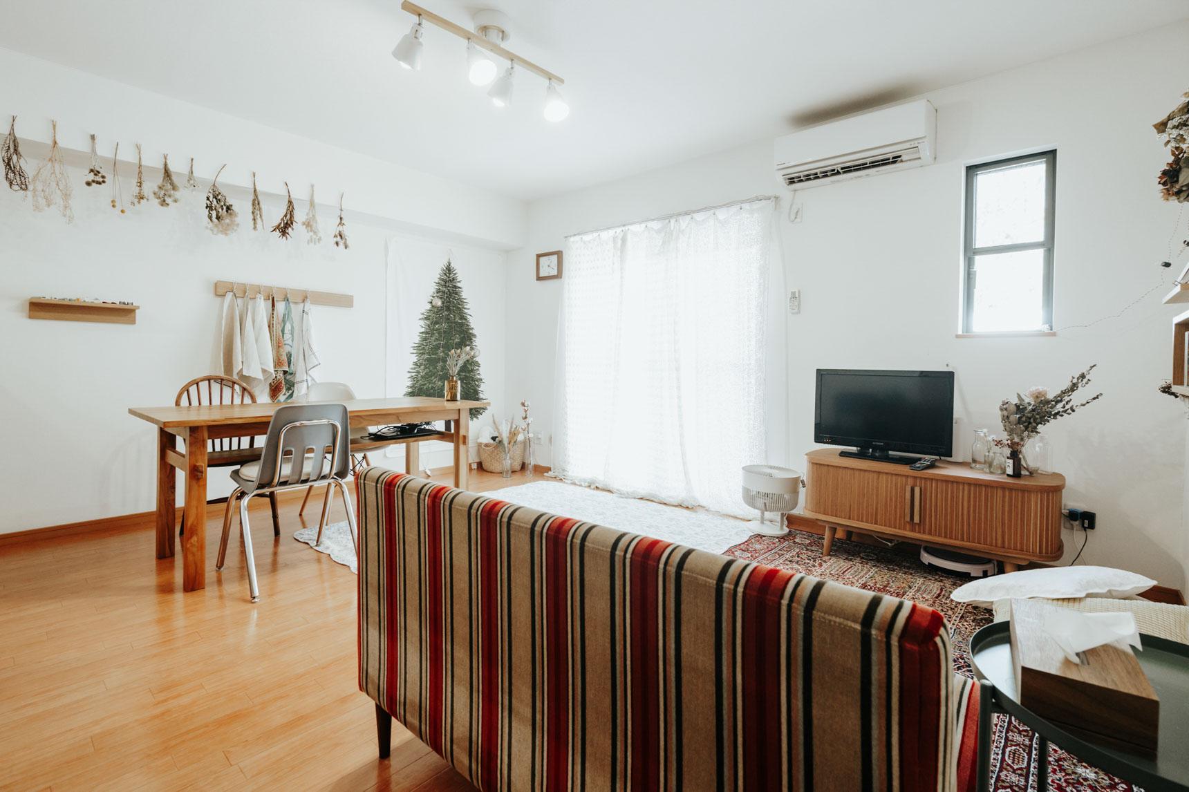 2LDKで二人暮らしをしている方のお部屋。窓際に飾られているのが……