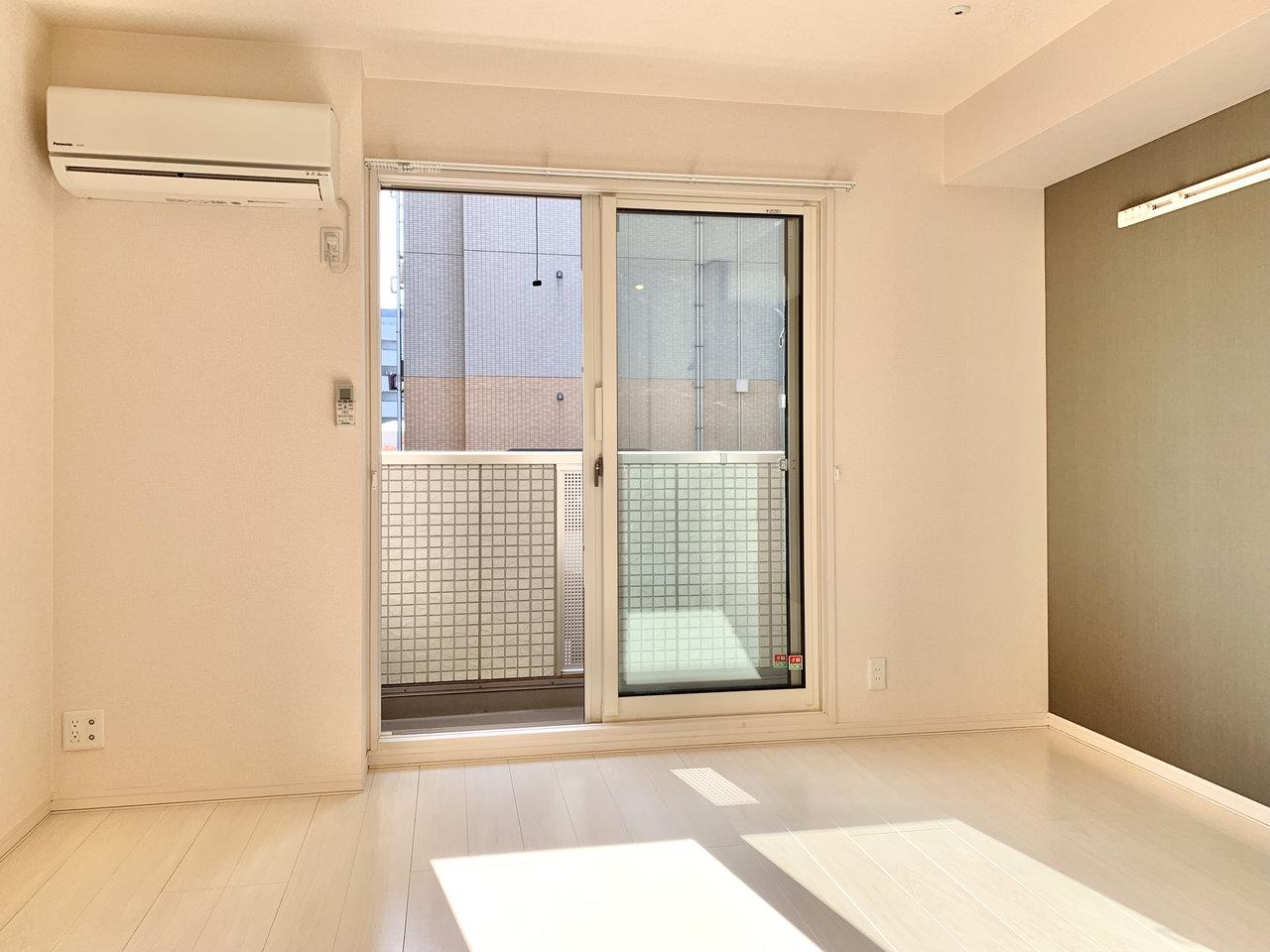 小岩駅から徒歩6分のところにある、1K物件。最上階&角部屋で、日当たりがとても良いお部屋です。