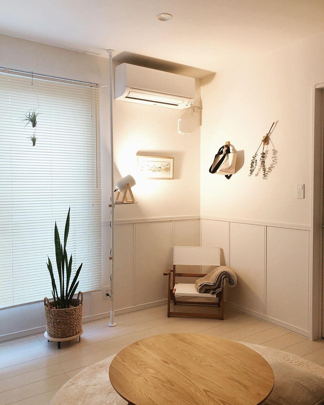 IKEAのアウトドアチェアは、折り畳みもできてさらに小型なので場所をとらずに使えます。座椅子よりもちょっぴりおしゃれで、ビーズクッションよりも場所をとらないサイズ感がいいですね。