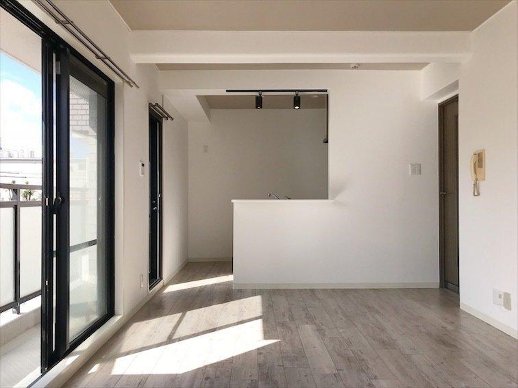 最後はファミリーの方におすすめしたい、4LDKのお部屋。2階と3階が階段で繋がっているメゾネットタイプです。戸建てのような感覚で住めるとあって、人気なんです。