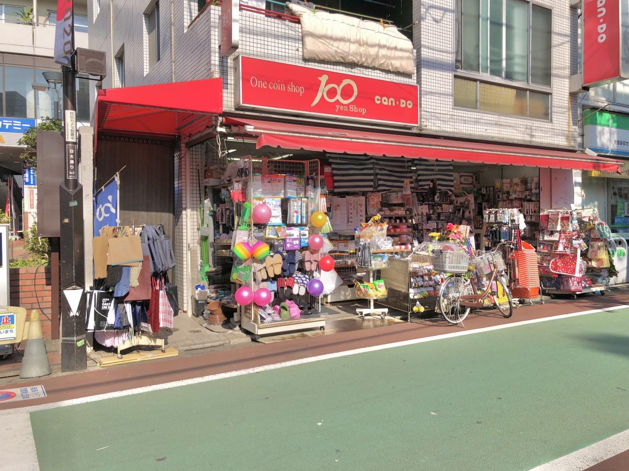 私は100円均一のお店の前を通るたびに「そういえば100均で買わなきゃいけないものがあったような」と考えてしまうんですよね。その時思い出せなくても、またすぐに買いにこれるのは助かります。