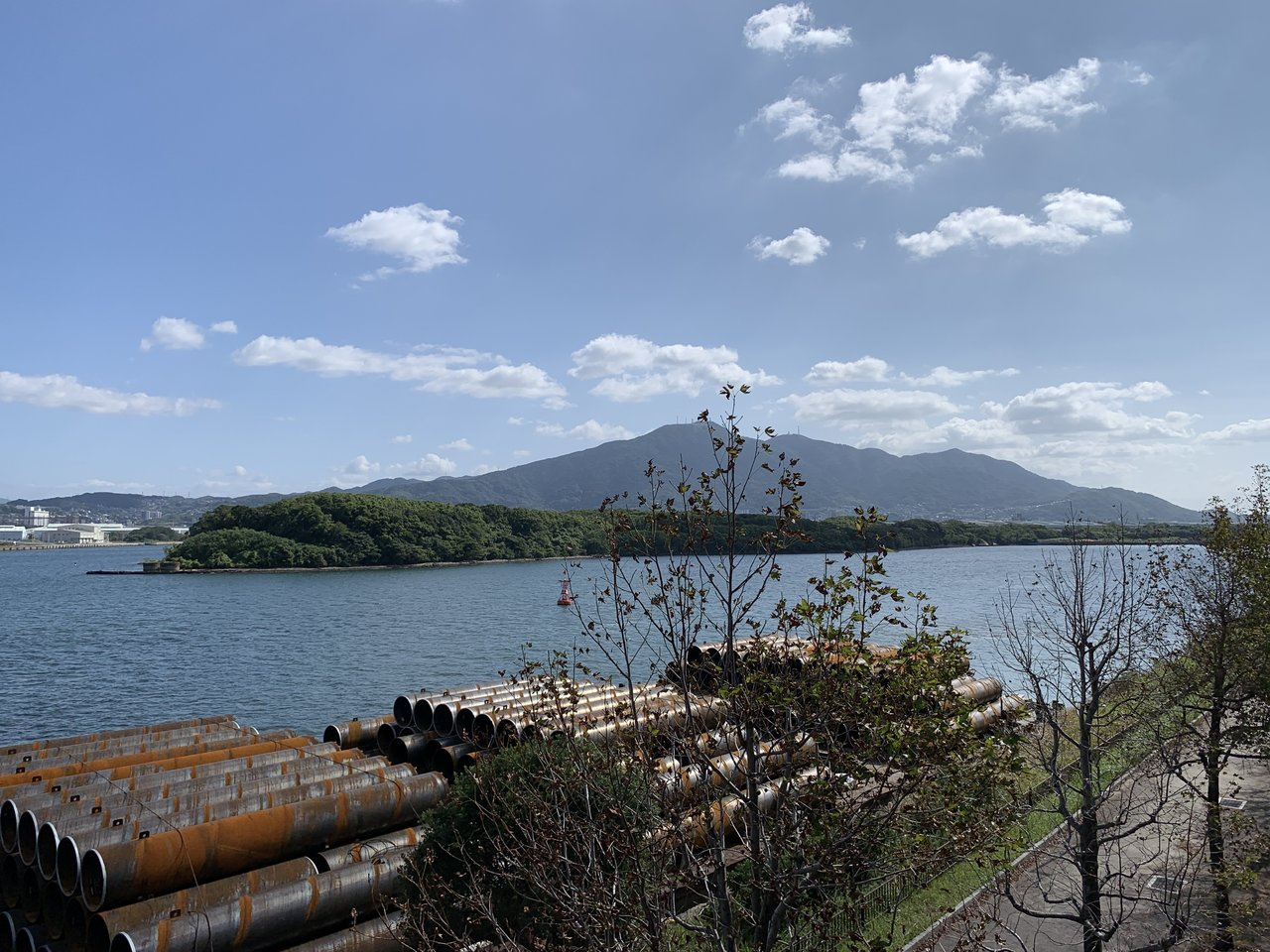 団地目の前は、湾に面した遊歩道。のんびりできる環境が魅力の北九州市の団地リノベーションをグッドルームが担当します!