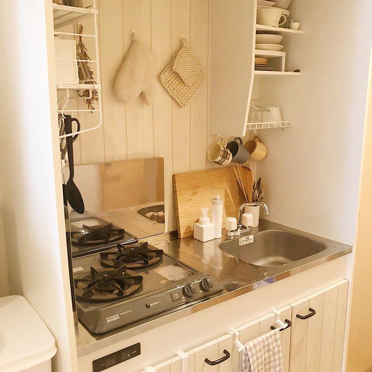 小さなキッチンも工夫して使いこなしていらっしゃいます。