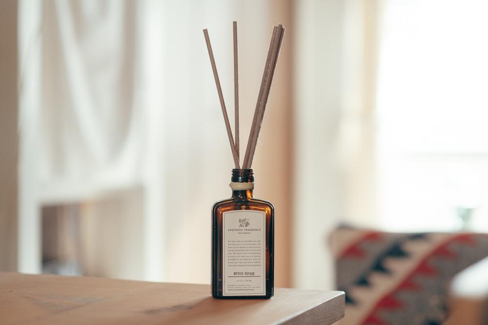 「僕はMYSTIC VOYAGEという匂いを愛用していますが、1つで半年近く持つこともあり、長く愛用出来るのも良いですね。これがあることでベッドルームの幸福度が上がってますね。」