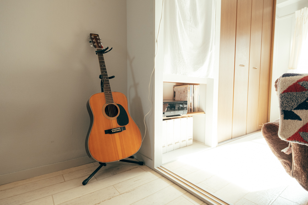 「音楽をやっていて、防音が効いているかどうかも重要でした。前の住まいは木造で壁も薄かったので、仕事終わりに練習するのが難しかったのですが、今回は事前に確認もして問題なく弾くことが出来ています。」