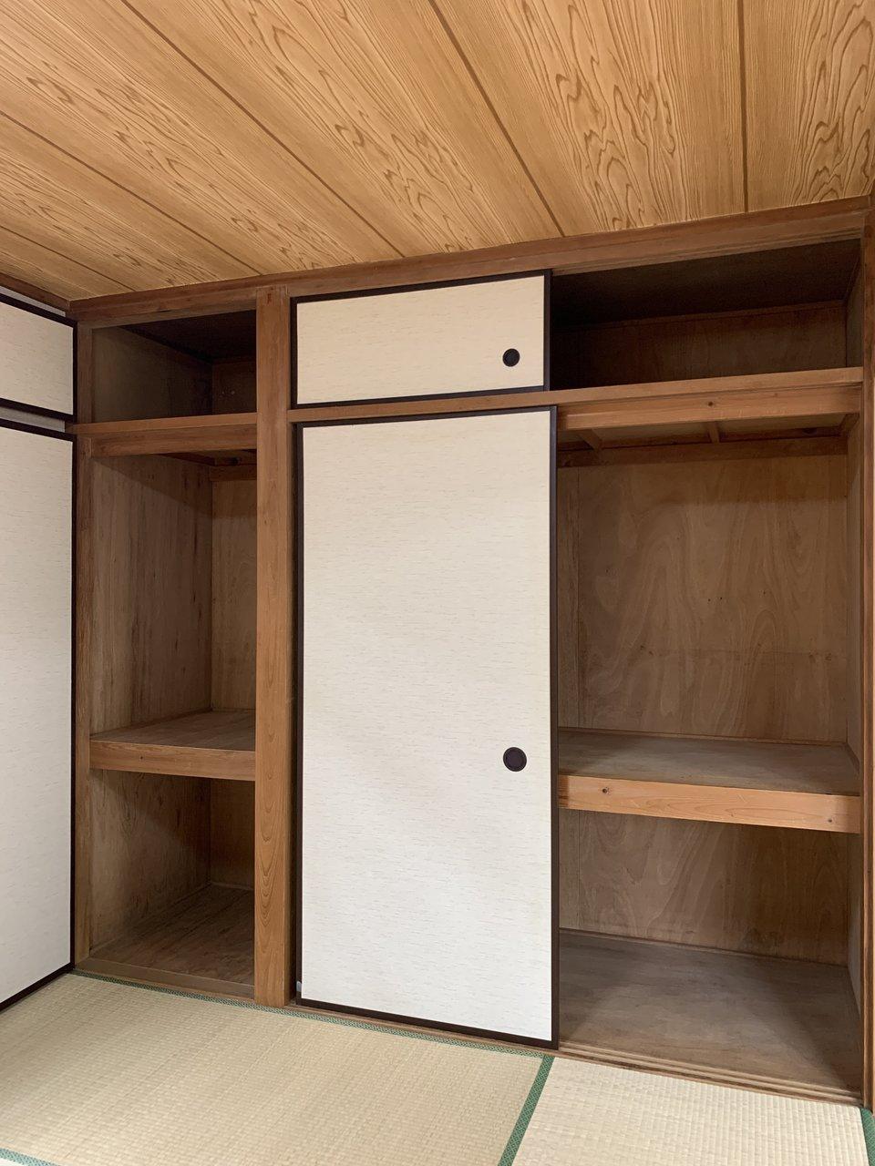 和室にある収納スペースは押入れタイプなので、大容量!奥行きもあるので、一人暮らし分の荷物の収納には困らなそうですね。