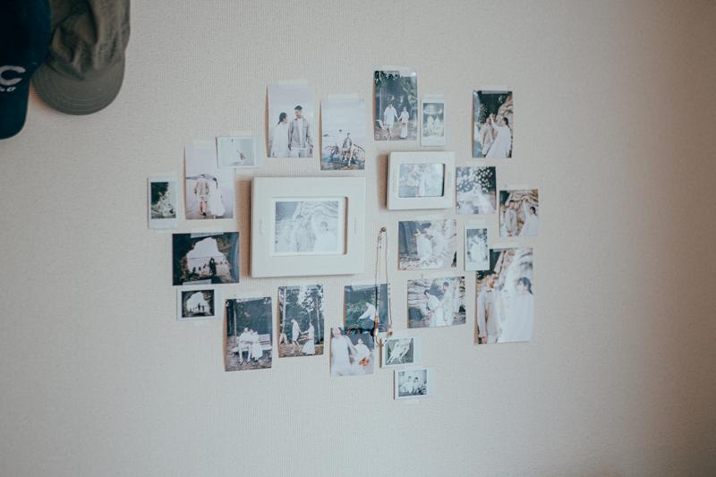 また対面のソファの上には、結婚式の後撮りで撮られたという写真が飾られていました。