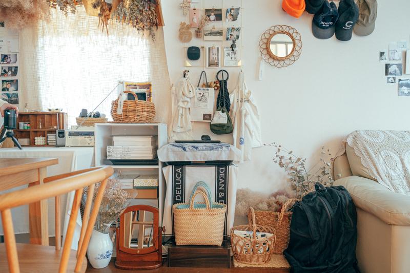 「雑貨を選ぶ時も、色展開があって悩んだ場合、自分の家の置きたい空間をイメージして、合うか合わないかを考えて購入することが多いです。」