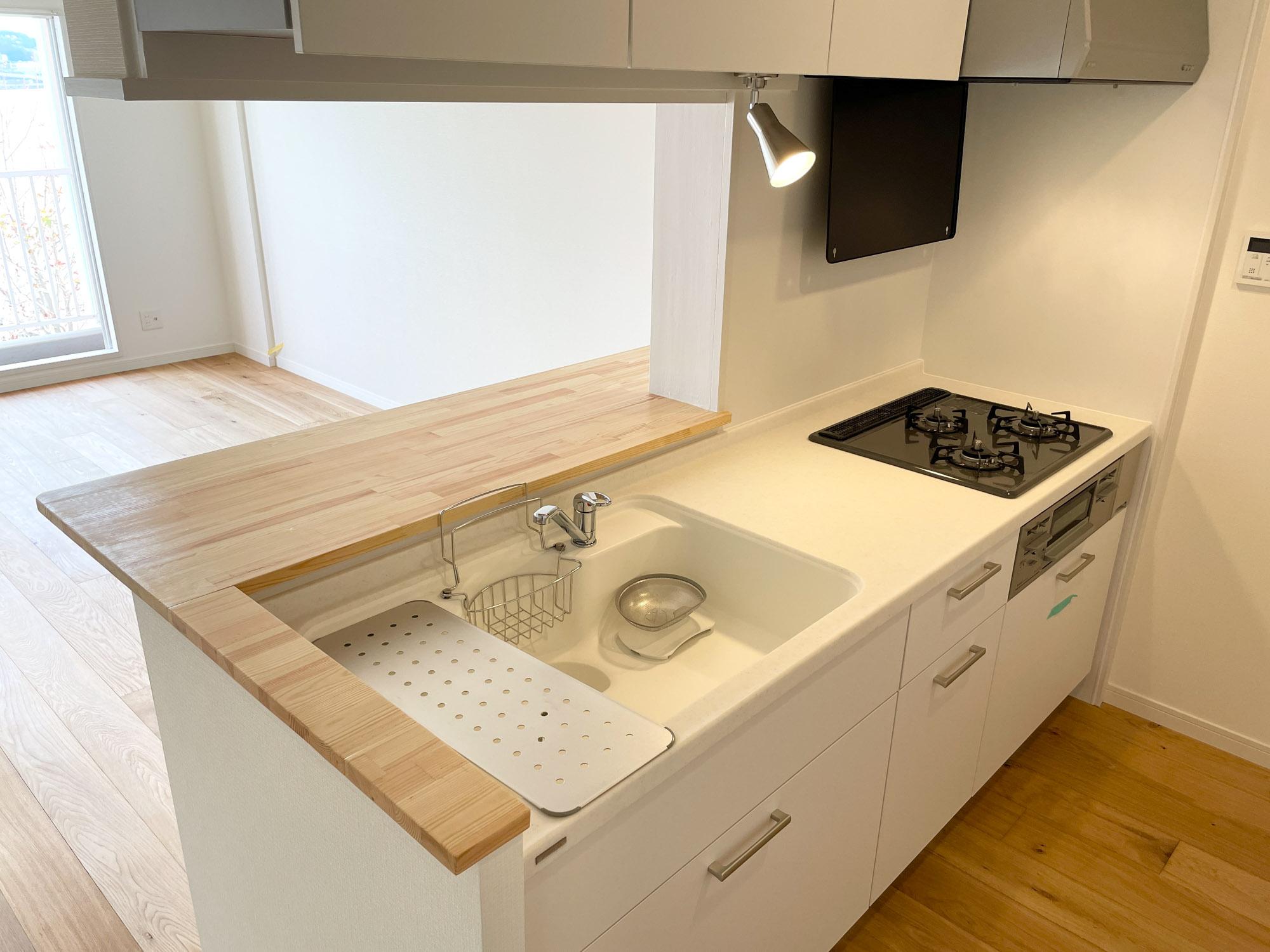 こちらもキッチン新設!使い勝手の良さも評判の、デザインキッチンです。