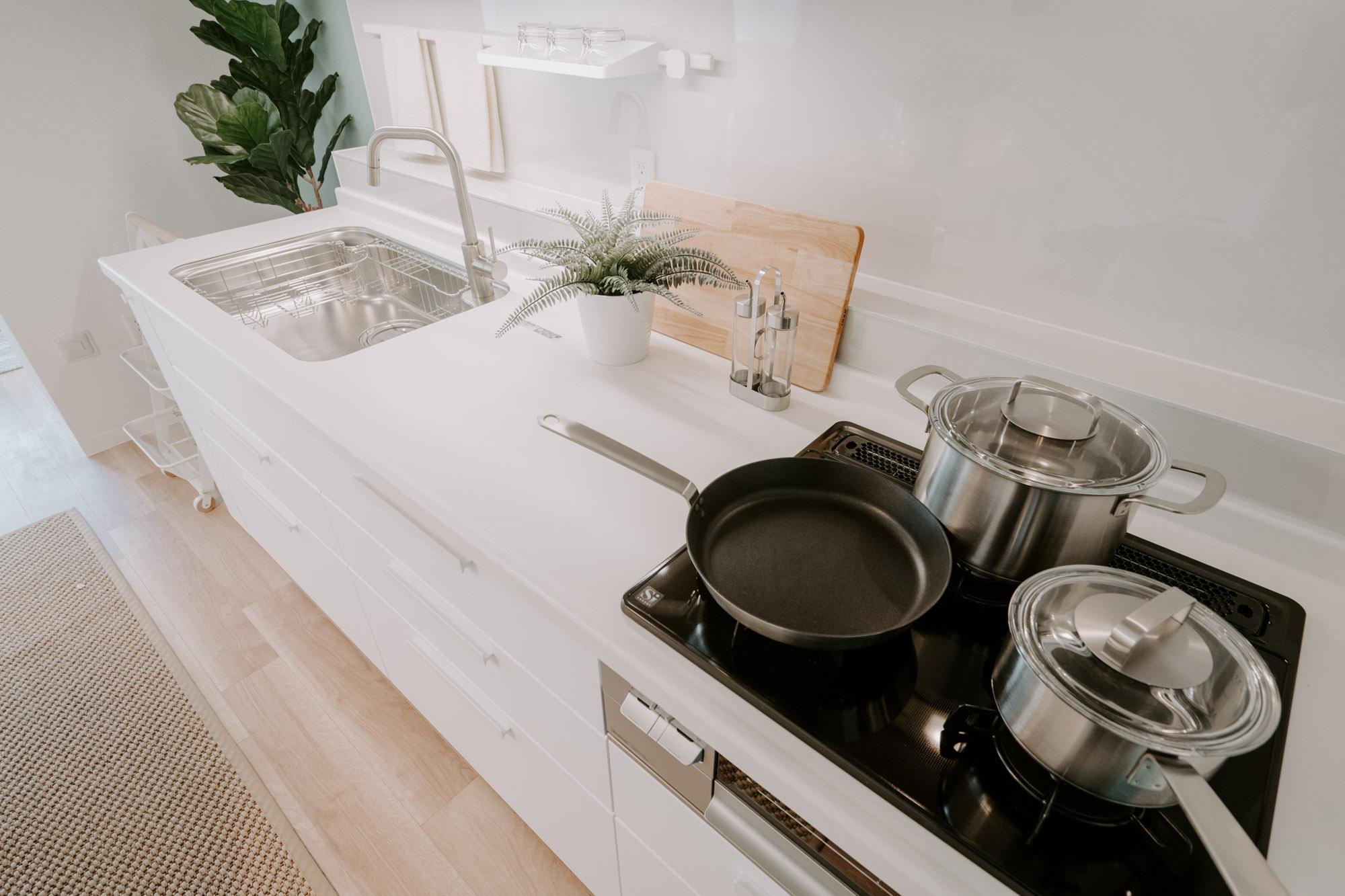 シンクや調理スペースも十分な広さがあり、料理がはかどりそう。