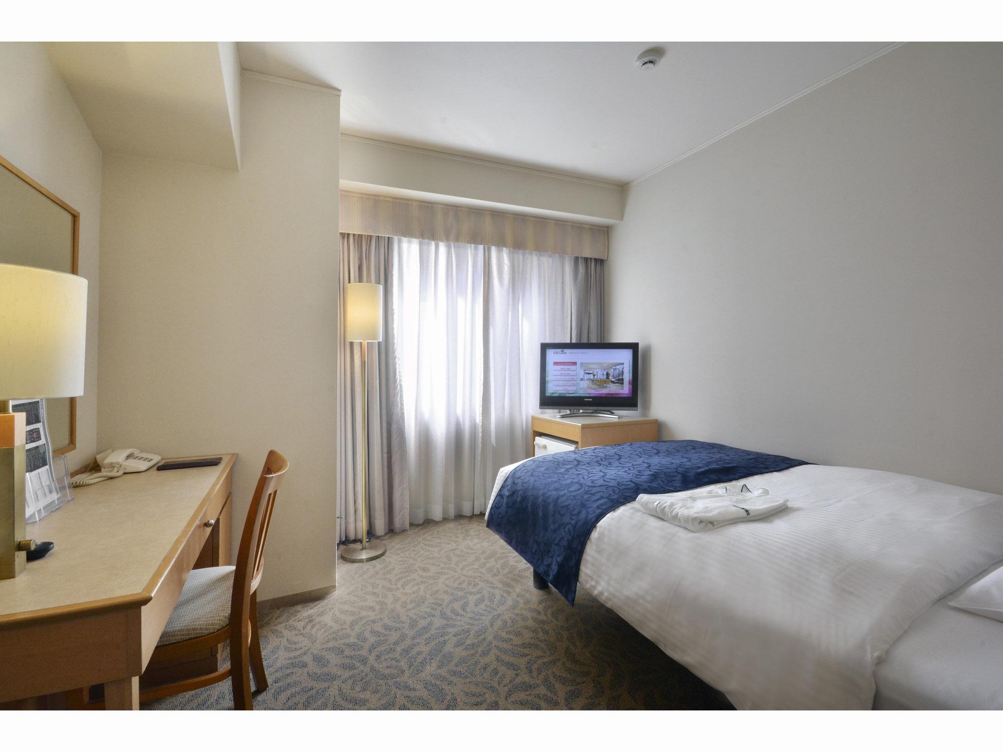 お部屋は一人暮らしに十分なサイズ、家具・家電があって、すぐにでも生活をスタート可能。