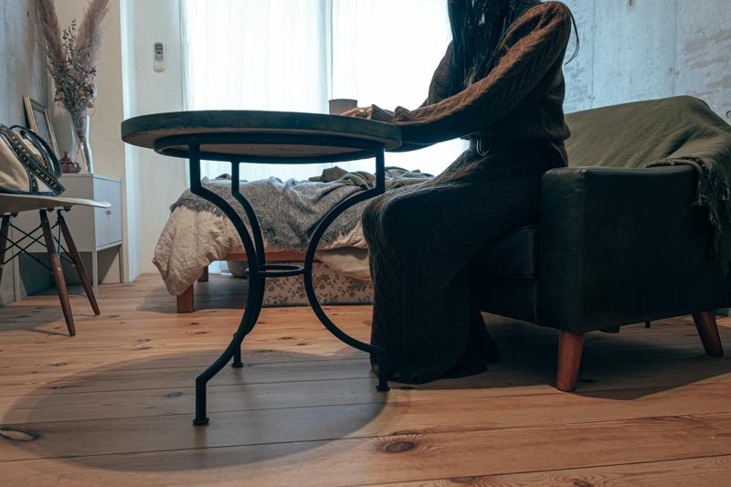 「コロナ禍で、中々サイズの合うものが手に入らず苦労しました。食事や趣味の時間を楽しむために購入しましたが、高さもデザインも満足行くもので良かったです。家ではここに座っている時間が1番長いかもしれません。」