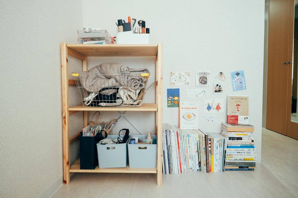 「今はお部屋の生活を充実させたいという思いがあって、アイテムを増やしていますが、基本は物数が少ない生活を送ってきました。そのため、いかに自分が生活しやすい空間を作れるかを考えることが多いです。」