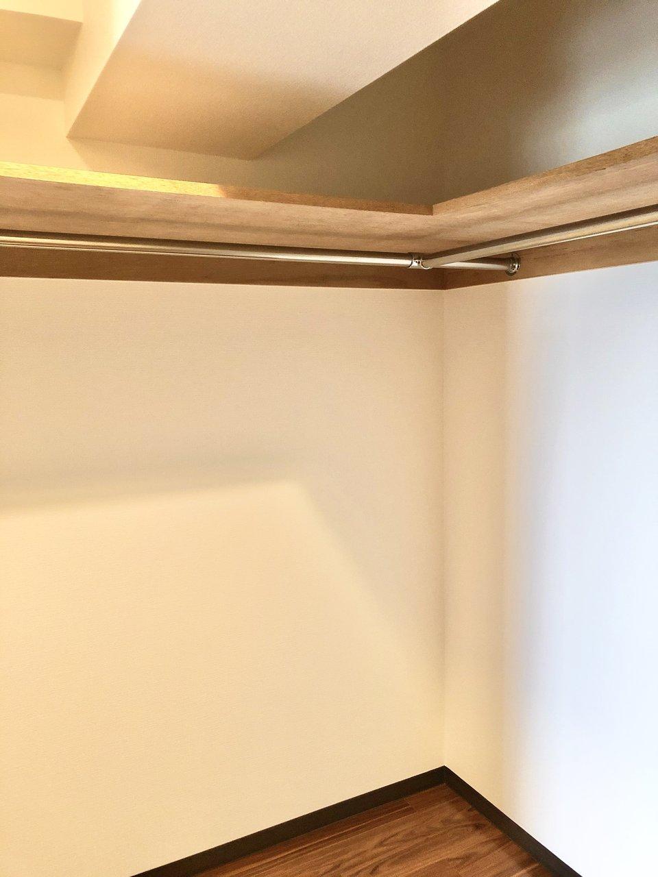洋室には大きなウォークインクローゼットも完備。二人分の荷物なら余裕で収納できそうです。