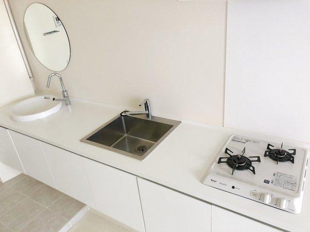このキッチン、可愛い。横に長く、使い勝手も良さそうです。