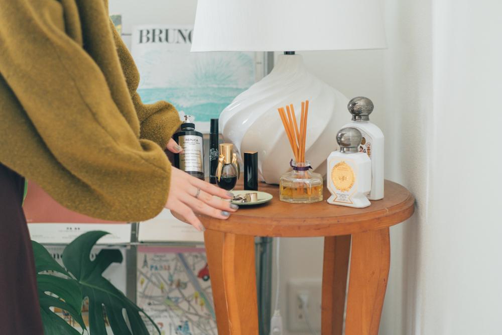 またご家族の作品もお部屋の中では使われていました。お気に入りを集めたディスプレイスペースのテーブルはIkumiさんのお母さんが作られた作品。