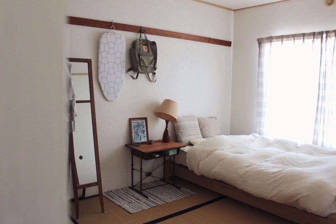 ベッドルームとして使っているのは畳のお部屋。思いきって畳にベッドを組み合わせても、意外にしっくり来ますね。