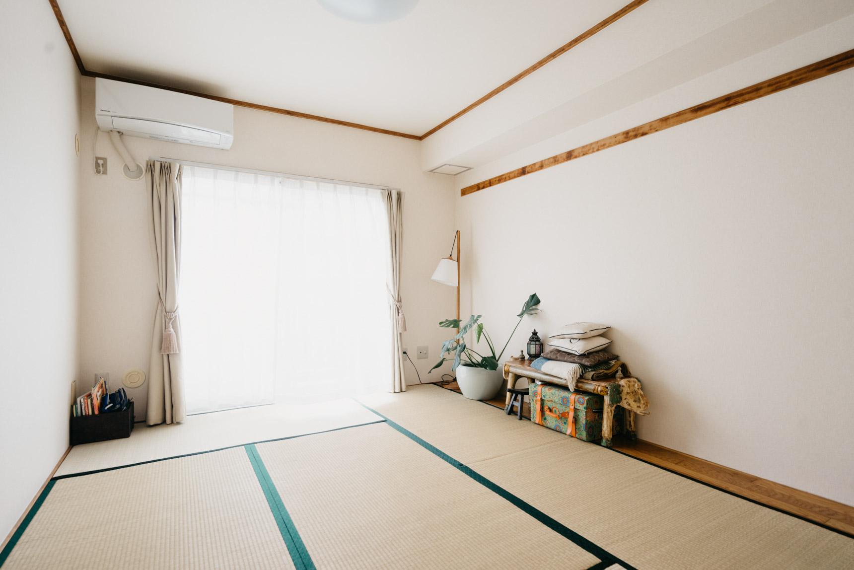 こちらは、反対側にある畳のお部屋。夜は家族4人分の布団を敷いてみんなで寝ます。子どもたちは日本的な暮らし方ができることに大喜びだったそう。