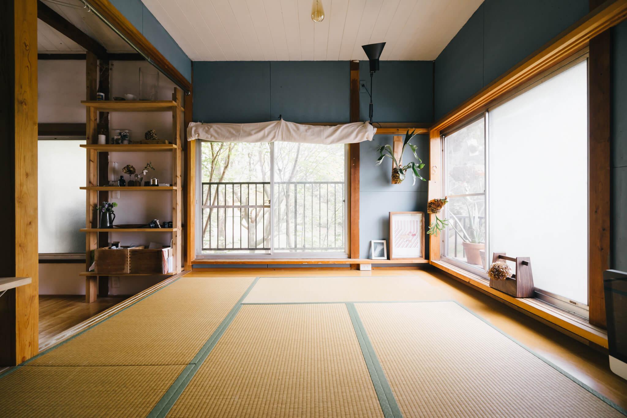 昼は客間として使い、夜はこちらにお布団を敷いて寝室に。