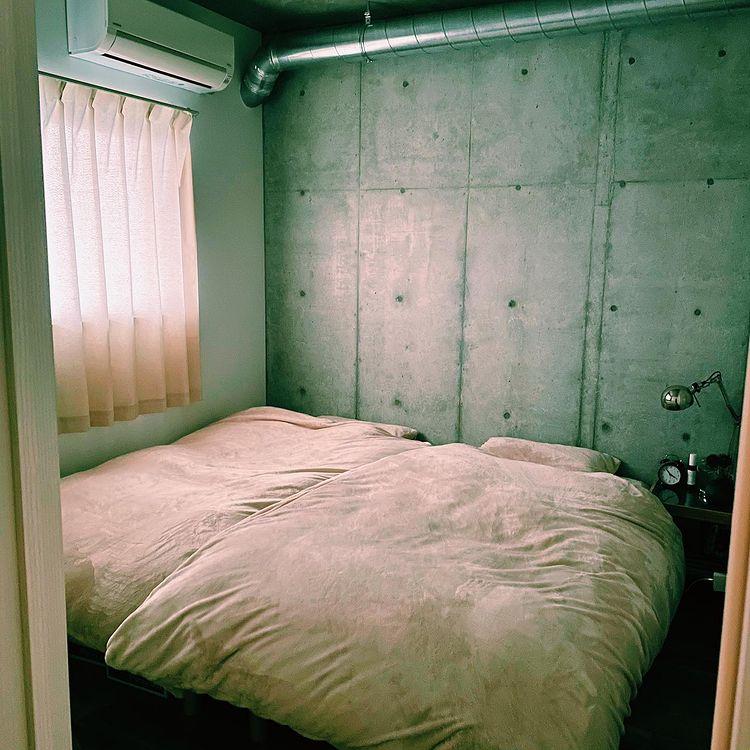 ベッドルームは寝るための部屋。余計なものはおかずに、シンプルにベッドだけにしています。