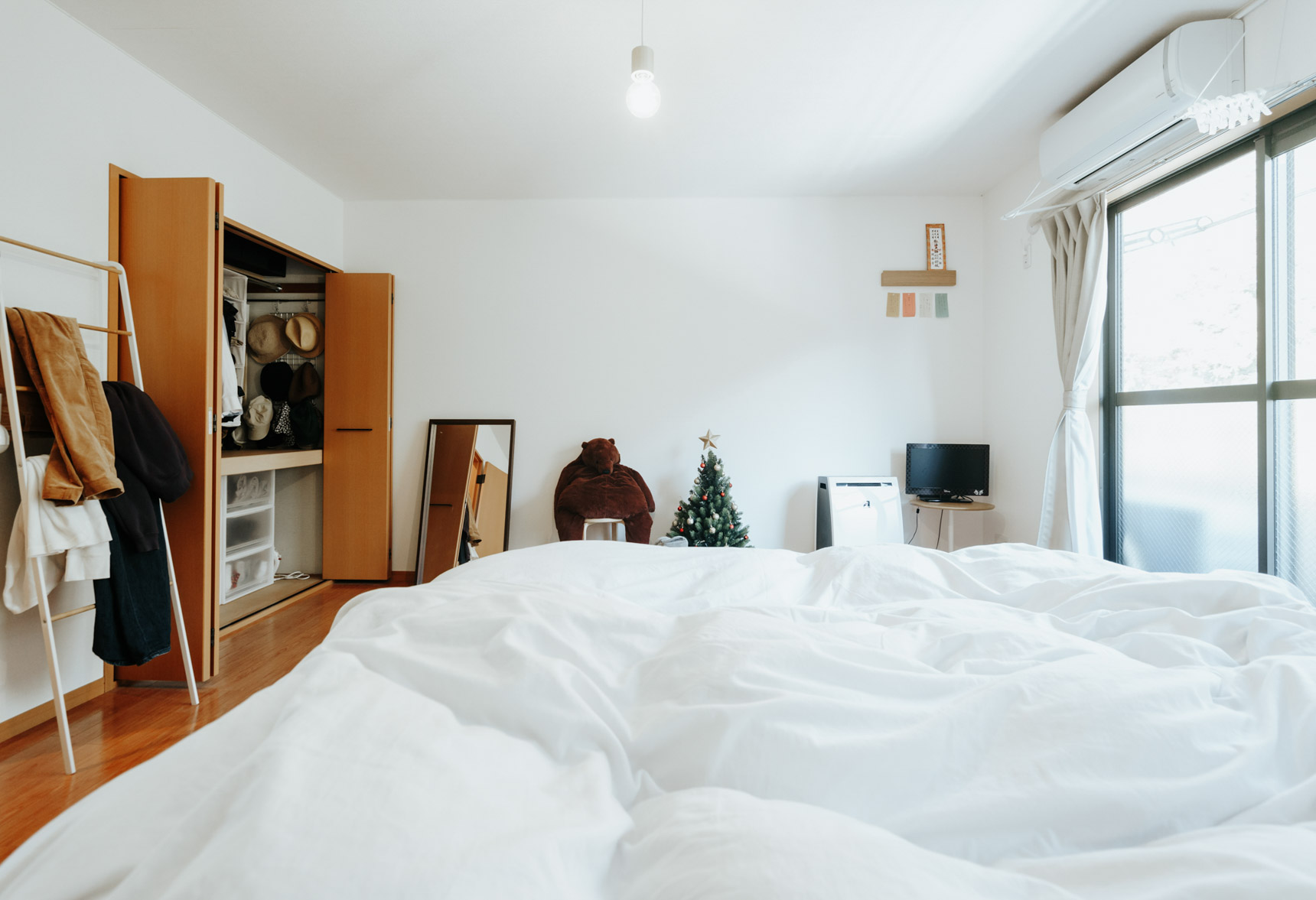 2階にそれぞれゆとりある広さのお部屋が2つ。1部屋はお二人の寝室に。