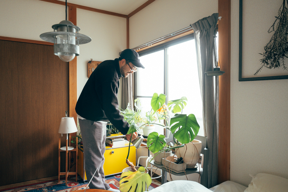 植物は服やインテリアのようにブランド品のような概念がないのが良いと話すtakutoさん。 自分で好きなモノを愛でて、育てていく感覚はお部屋作り全体にも繋がっている話かもしれません。
