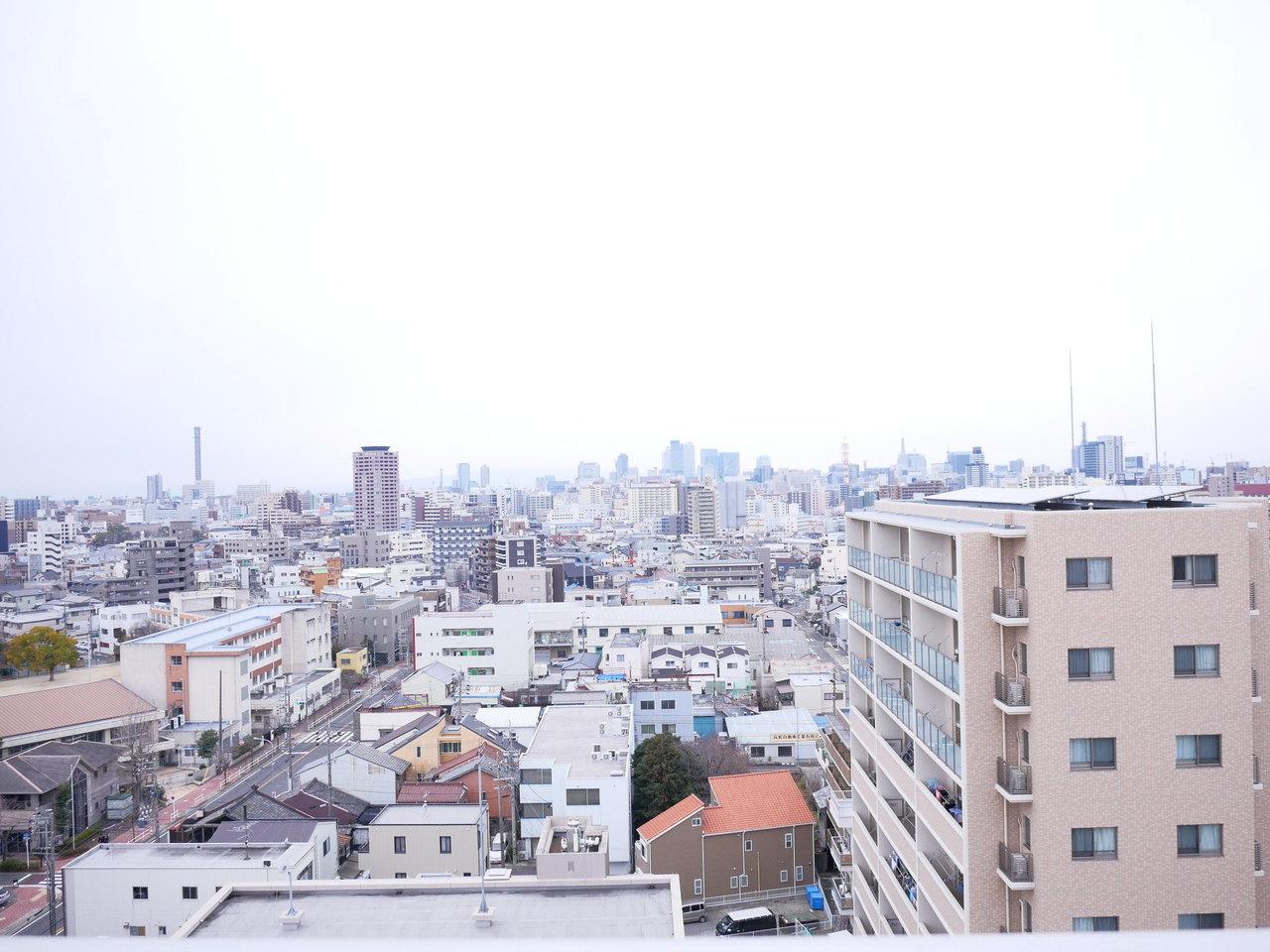 13階建ての建物の最上階ということもあり、眺めは申し分なし!
