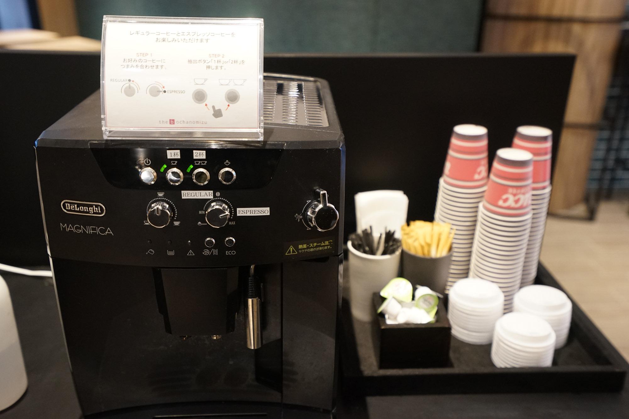 このコワーキングスペース、嬉しいのがデロンギのコーヒーメーカーで淹れるセルフコーヒーが無料ということ。カフェ代が浮くことを考えたらとてもお得ですね!