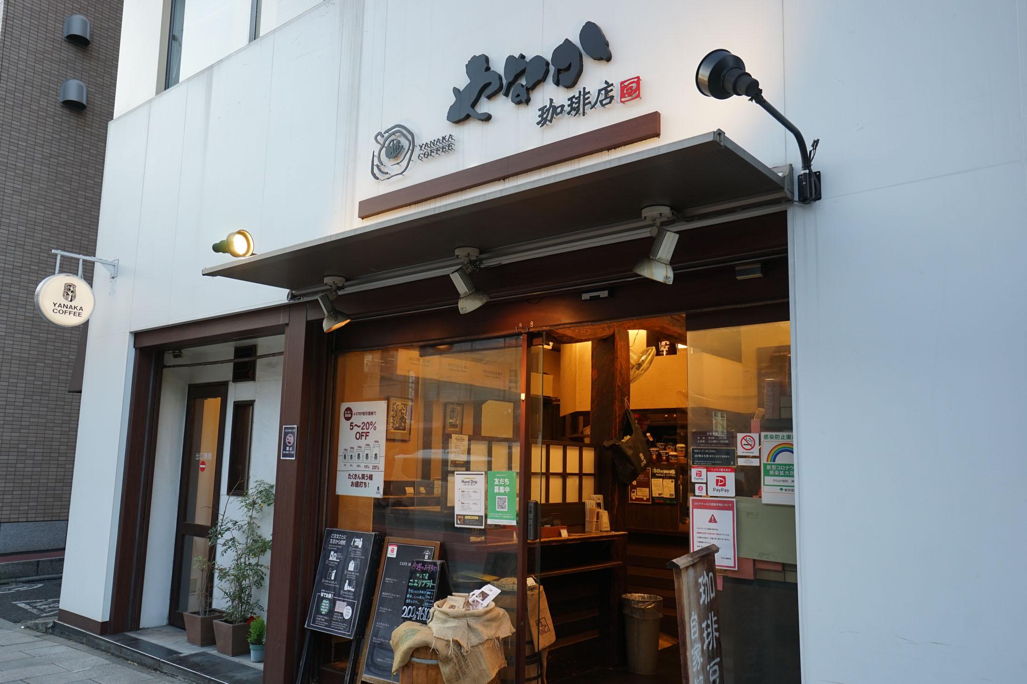 焙煎したてのコーヒーのいい匂いがお店の外まで漂ってくる、コーヒー専門店もありました。