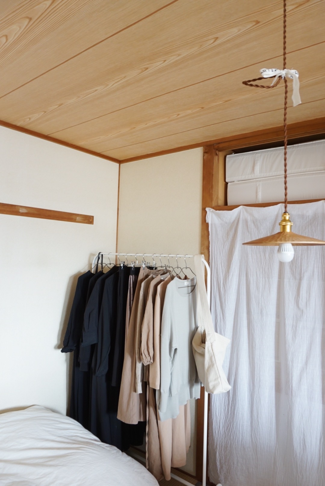 押し入れの襖も取り外して、布で目隠し。