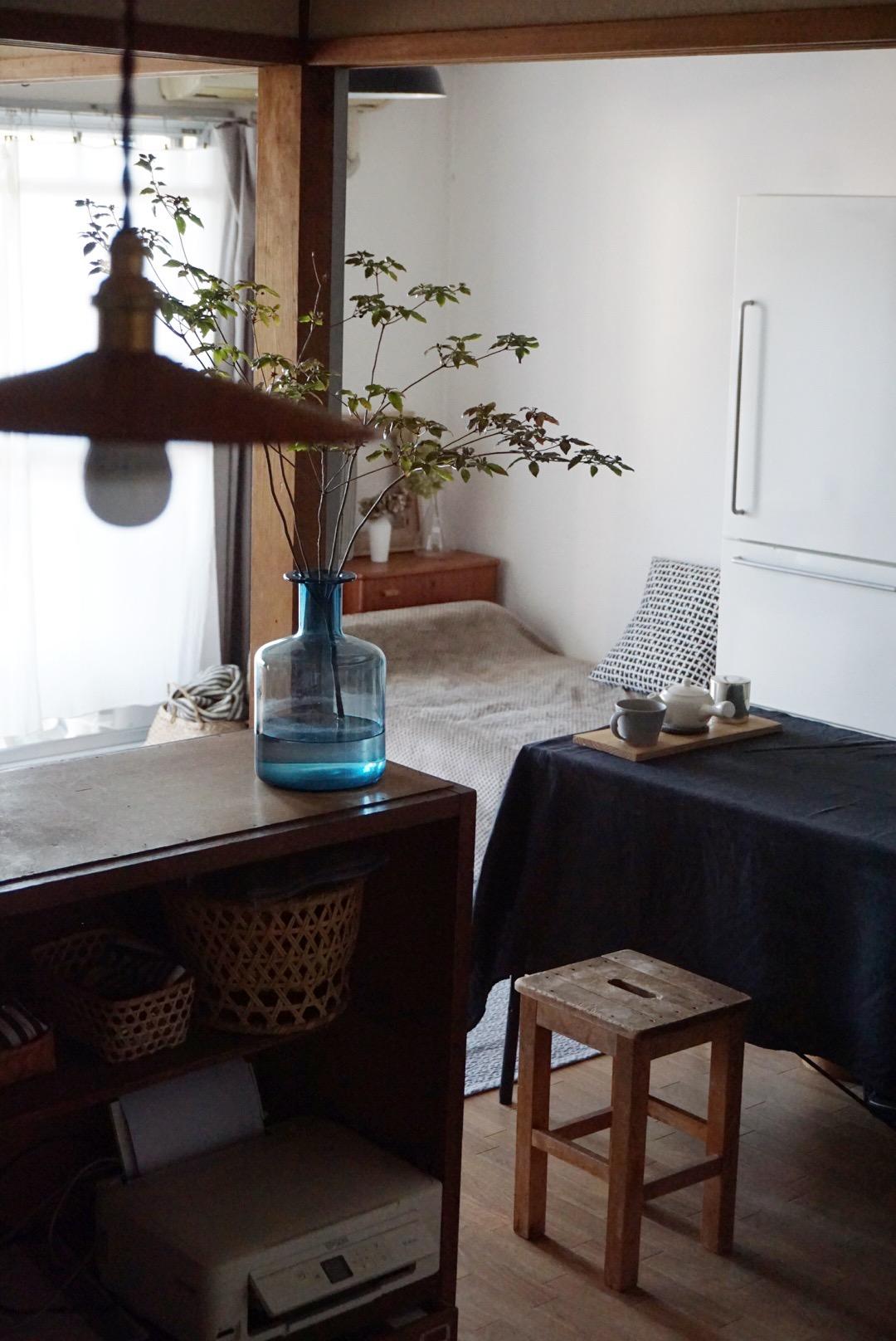 おおのさんのお部屋で印象的なのは、ちょっとレトロな団地風のお部屋に、古道具屋さんの家具がとてもうまく馴染んでいること。