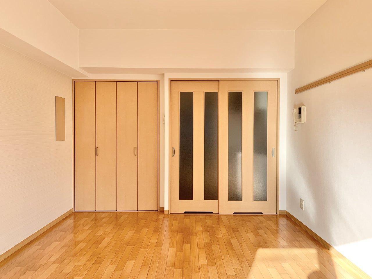 居室は約10畳、ゆったりめの1Kです。クローゼットが大きめなのが嬉しい。